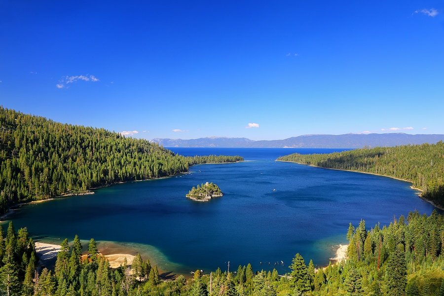 Take a Luxury Jet Charter to Lake Tahoe to Enjoy Clear Waters and Gorgeous Views
